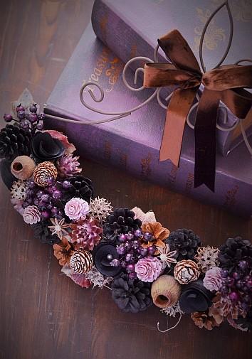 東京堂講習会作品 木の実をブラックに着色したものを使用し、大人可愛く仕上げた作品 木の実デコール