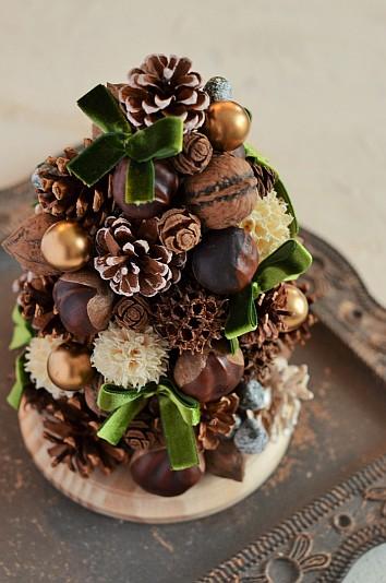 PureBloomワンデーレッスン 初心者向け木の実のクリスマスツリー リボンと木の実の組み合わせがフェミニンな仕上がりに・・・ 木の実デコール